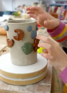 poterie enfants_75011_vase faconnage